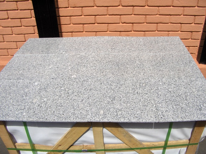 Granito color gris 300x300x10mm caja for Valor marmol chile