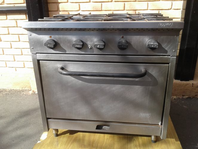 Cocina Industrial 4 Platos con Horno a Gas   Oppici   Usado   A13 Precio   250.000 + IVA c09f0450c54c