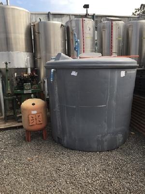Estanques de pl stico acero carbono y fibra de vidrio for Estanque agua 500 litros